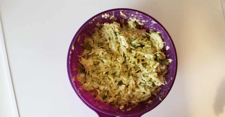 galette-courgette-saladier-melange