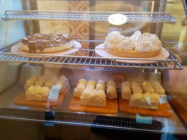 en-voiture-simone-vitrine-dessert-miss-elka7