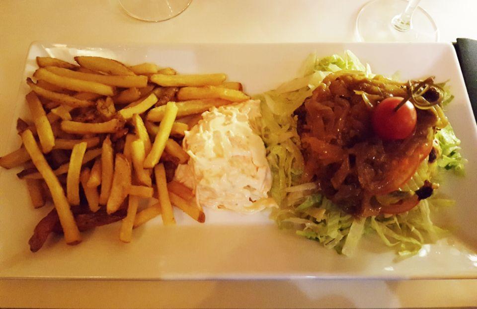 SteakHouse-district-burger2