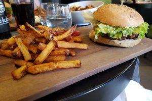 Velicious-Miss-elka-burger-frites
