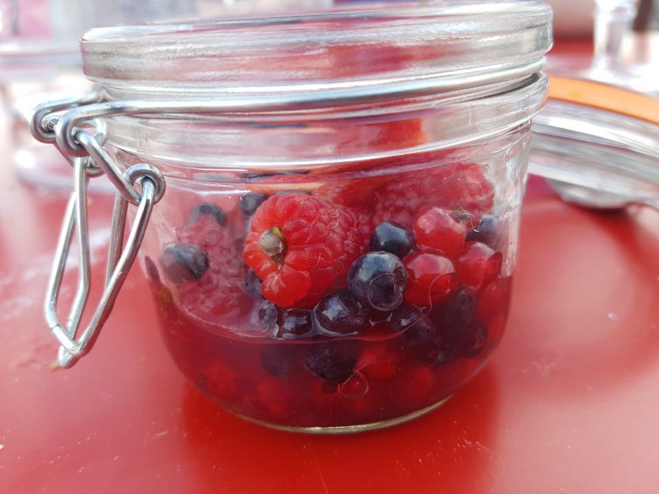 pique nique insolite du patrimoine bocal fruits rouges