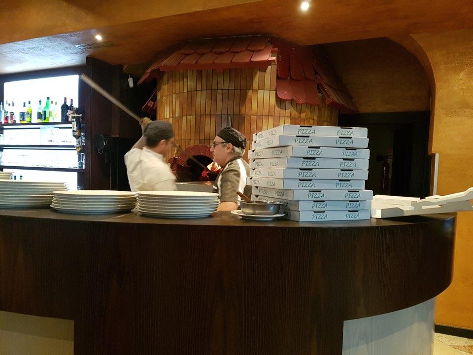 papa lisa pizza_strasbourg_miss_elka_four