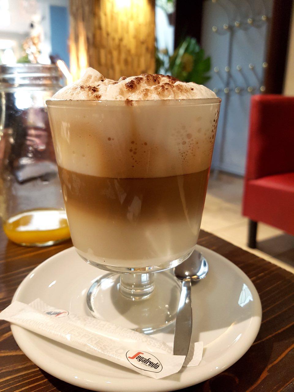 Brunch au restaurant Capricciosa Strasbourg cappuccino