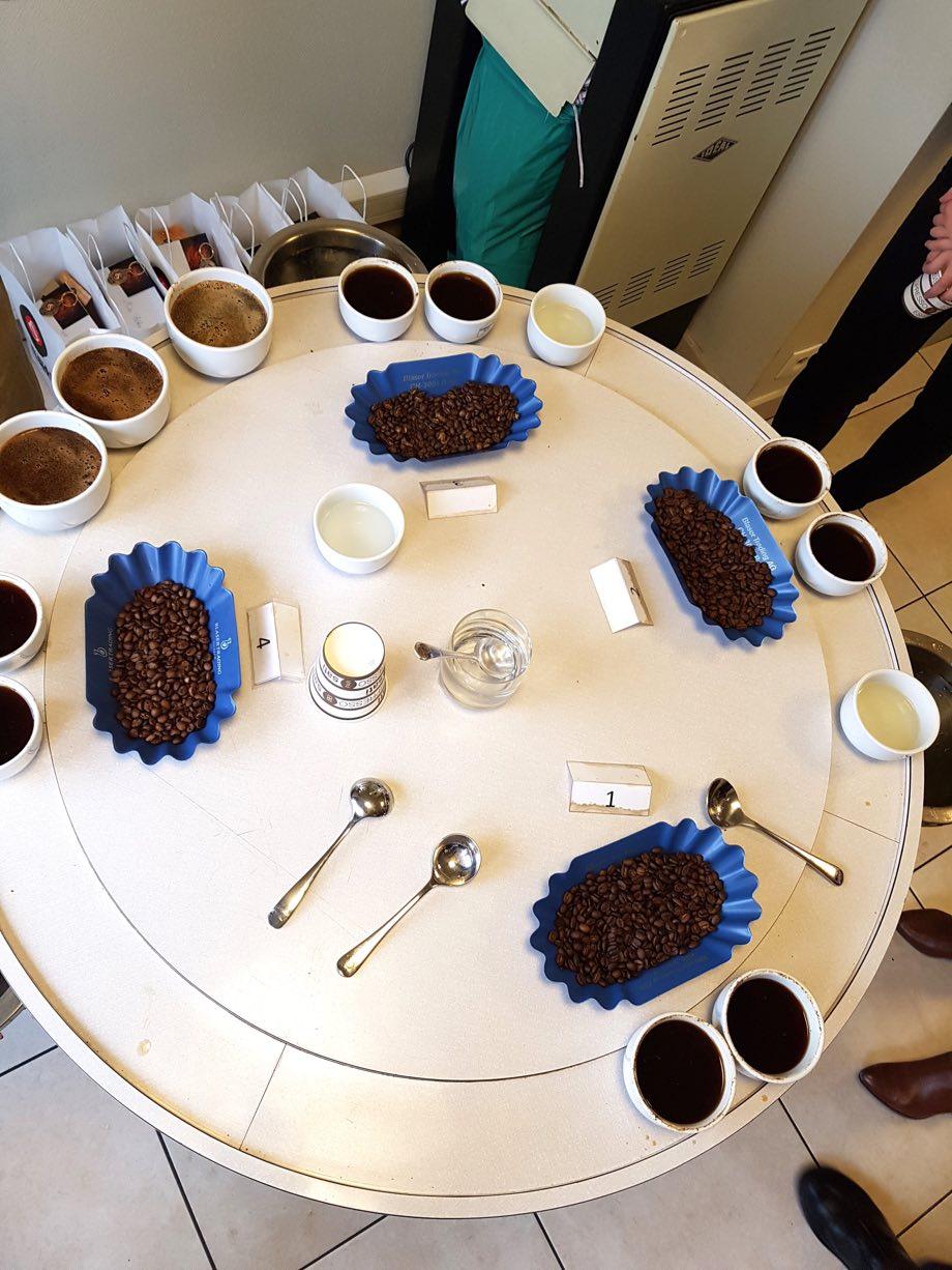 Les Cafés Sati table de dégustation