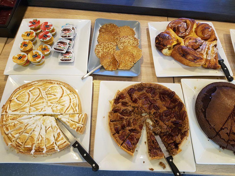 Cafe-compose-brunch-buffet-dessert