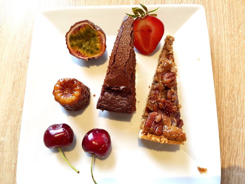 Cafe-compose-brunch-assiette-dessert