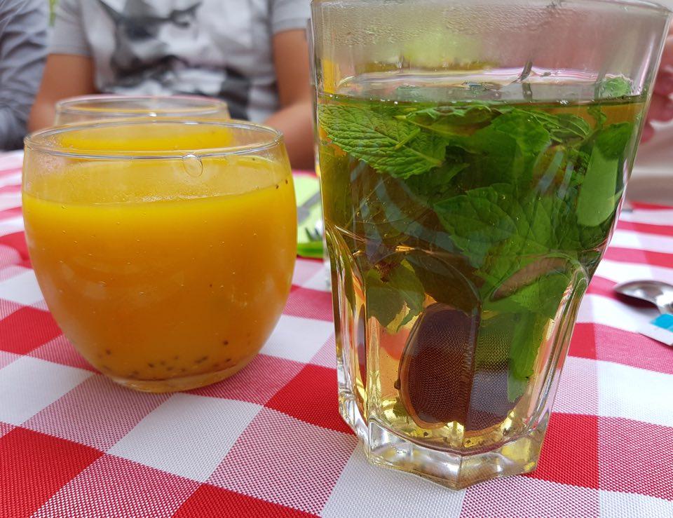 jus fruits et thé a la menthe