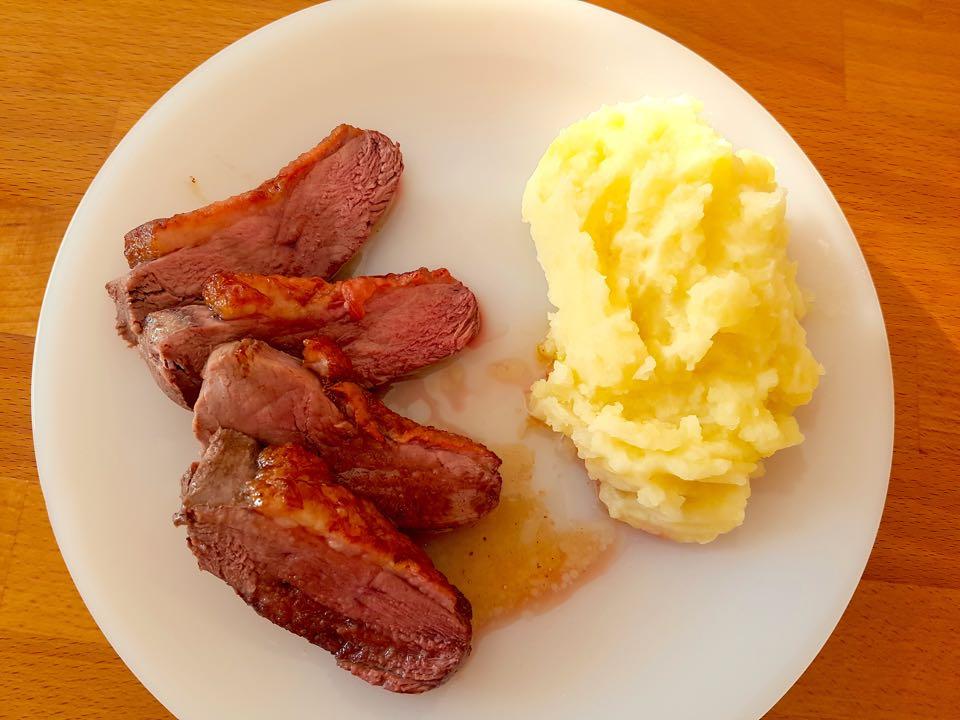 magret de canard au miel et purée