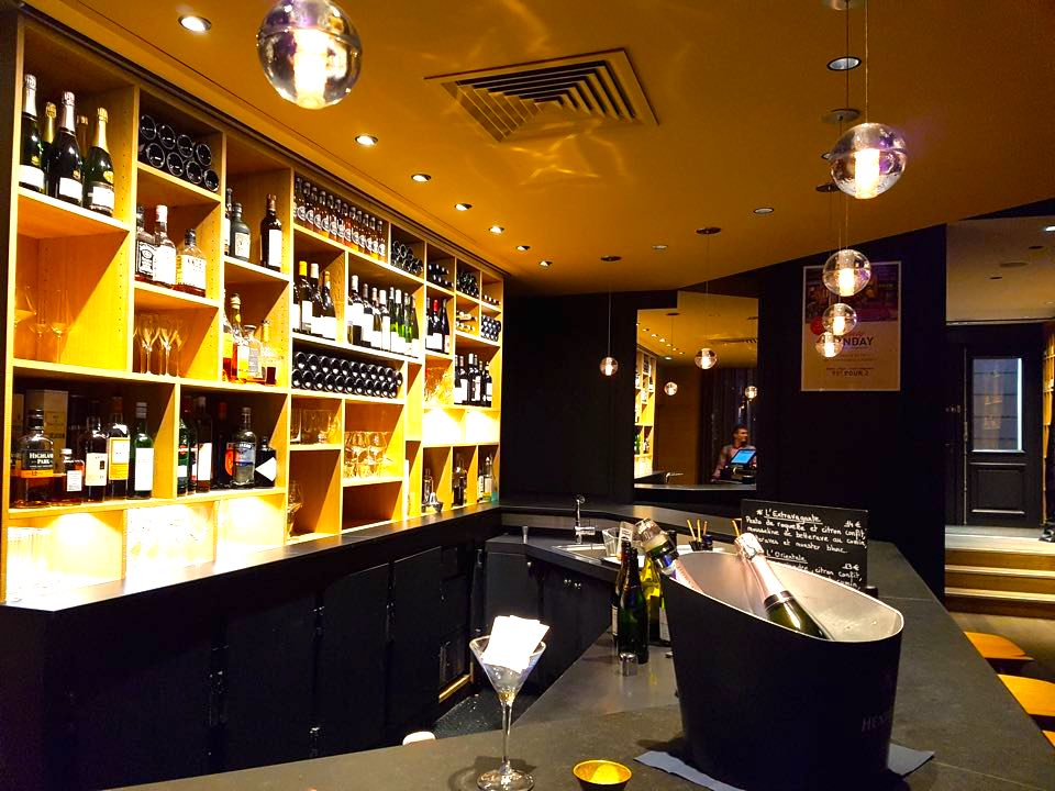 bar hotel hannong strasbourg black and wine