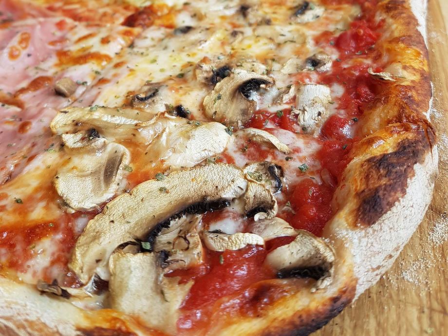 Julia's Kehl : des pizzas de 60 cm de long !