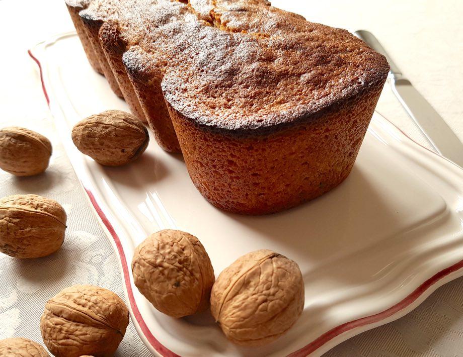 cake aux noix avec des noix entières
