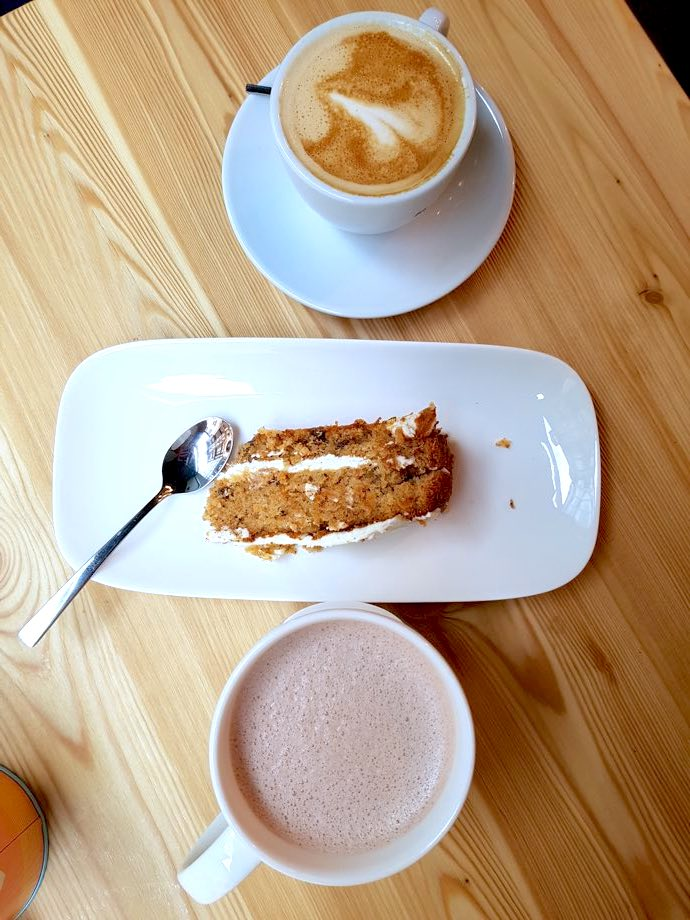 cafe du potager miss elka carrot cake et chocolat chaud