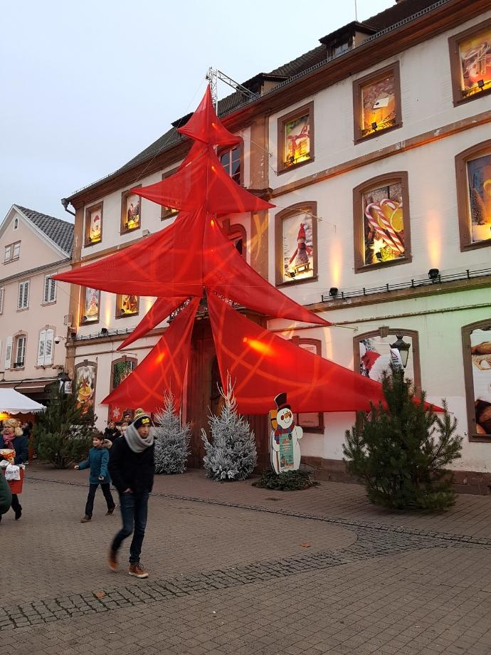 sapin marché de Noël à Haguenau miss elka