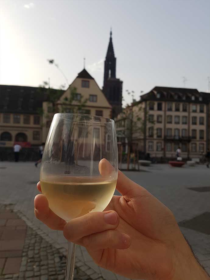 iconic bar strasbourg vin vue cathedrale