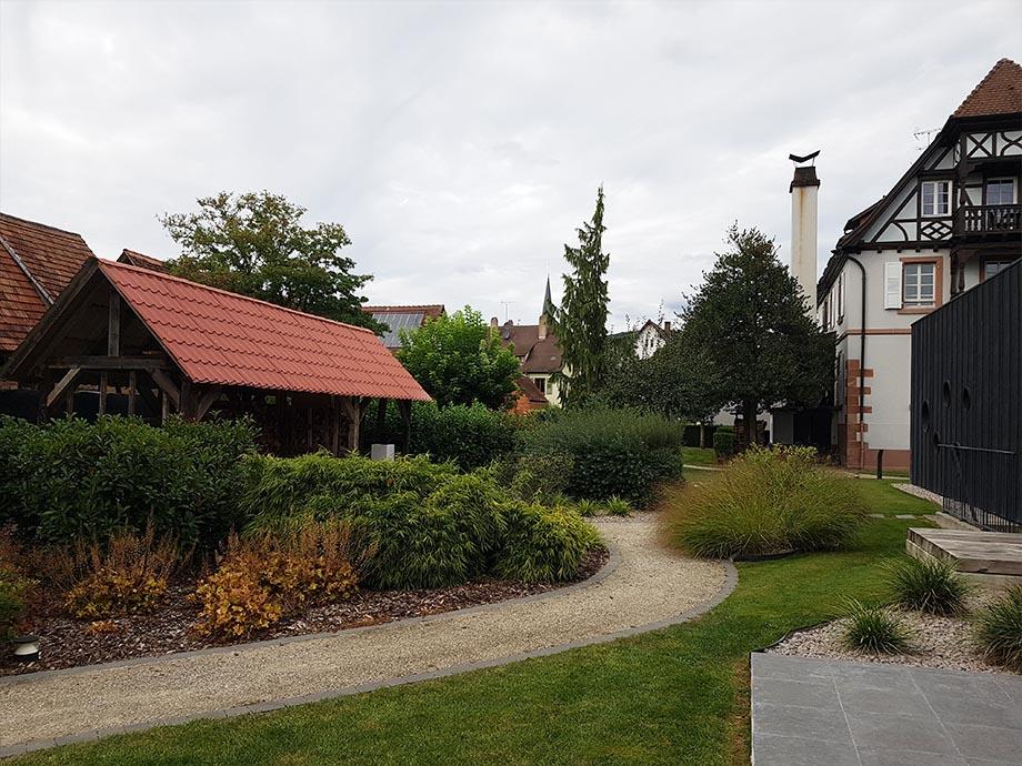 jardin-auberge-cheval-blanc-lembach-miss-elka
