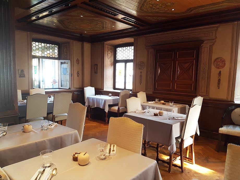 salle-petit-dejeuner-auberge-cheval-blanc-lembac