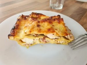 Lasagnes au poulet, jambon fumé et céleri